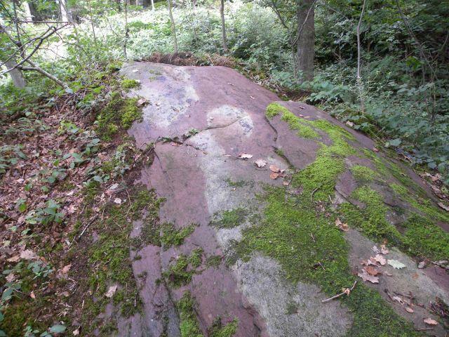 Czerwony głaz w Tiergarten. Jaka mogła być jego funkcja? Czyżby to był kamień płodności, przynoszący dzieci?