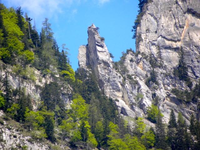 Wyraźna sylwetka między pierwszym i drugim szczytem Gonzen
