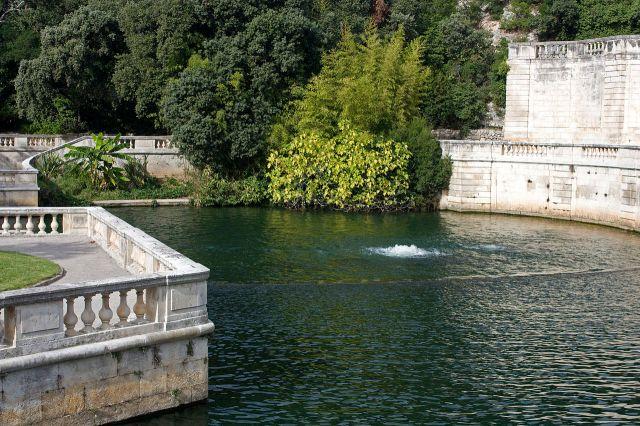 Cudowne źródło w Jardins du Fontaine.